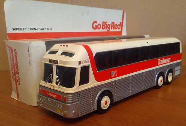 Модель 1:48 Eagle 10 Coach Trailways Go Big Red