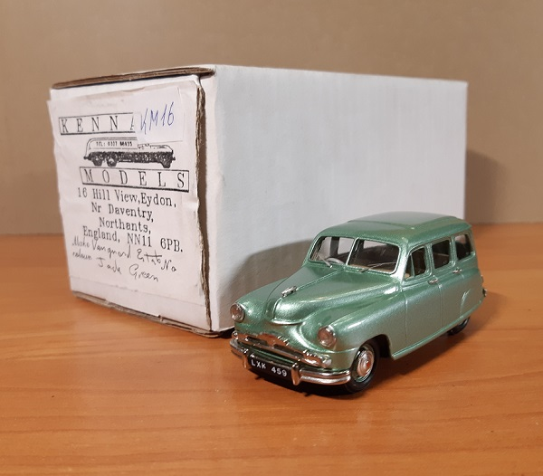 Модель 1:43 Standard Vanguard Estate - Metallic Green