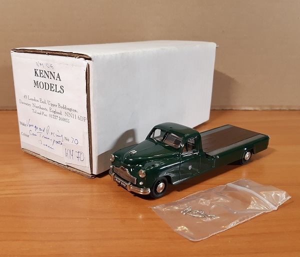 Модель 1:43 Standard Vanguard Racing Car Transporter - green 1956