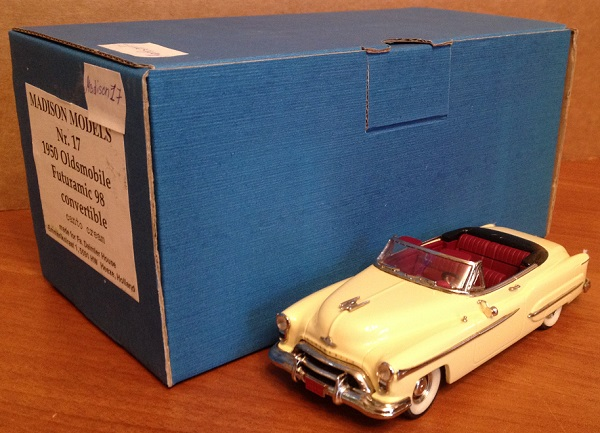 Модель 1:43 Oldsmobile Futuramic 98 Convertible - Cantro cream