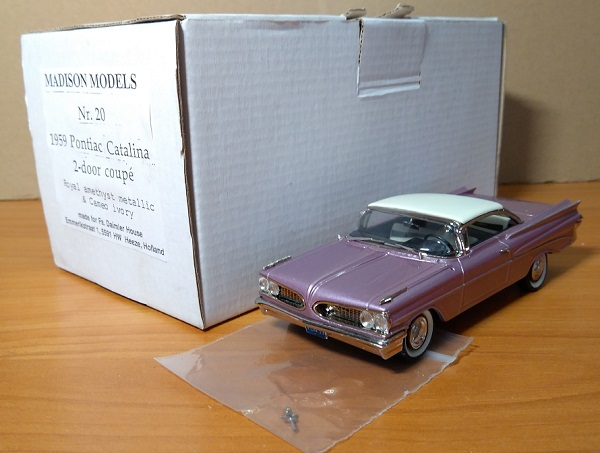 Модель 1:43 Pontiac Catalina Coupe