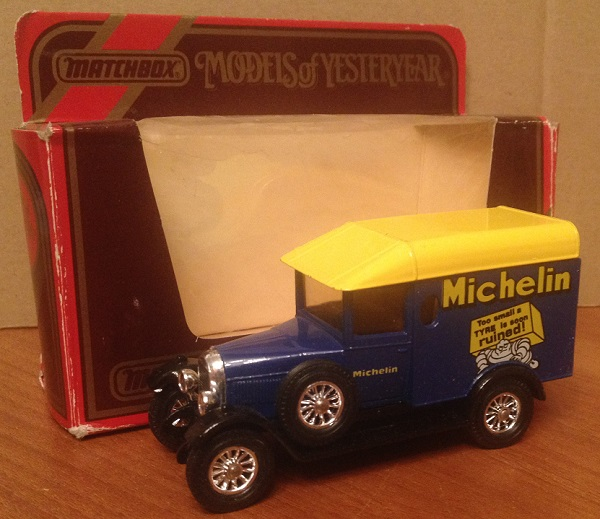Модель 1:43 Morris Cowley Van Michelin Tires