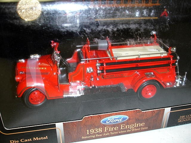Модель 1:24 Gerogetown Engine Co. №1 Ford Fire Engine - red