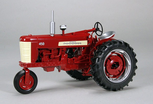Модель 1:16 INTERNATIO​NAL HARVESTER FARMALL 450 GAS SINGLE TRACTOR