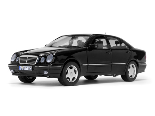 Модель 1:18 Mercedes-Benz E320 (W210) - Black 2001