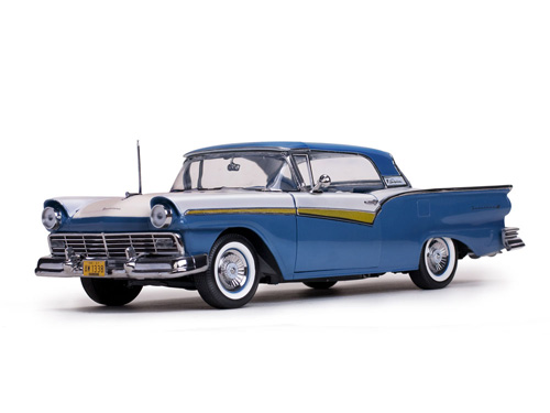 Модель 1:18 Ford Fairlane 500 Skyliner - Dresden Blue/Colonial White