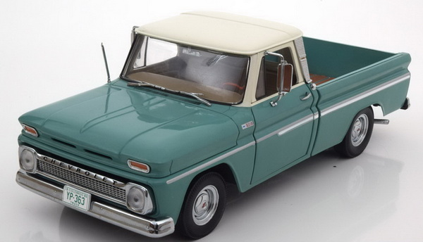 Модель 1:18 Chevrolet C10 Styleside Pickup - light green/beige