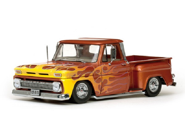 Модель 1:18 Chevrolet C-10 Stepside Pickup Lowrider 1965 orange-metallic