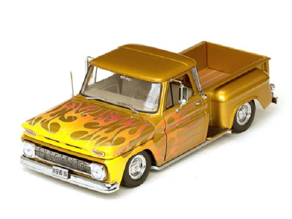 Модель 1:18 Chevrolet C-10 Stepside Pickup Lowrider 1965 gold