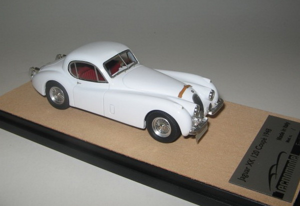 Модель 1:43 Jaguar XK 120 - gloss white