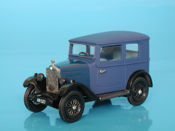 Модель 1:43 Morris Minor Fabric Saloon - blue/black