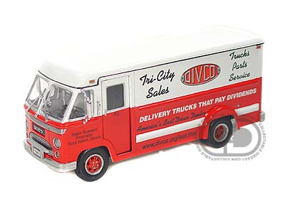 Модель 1:34 Divco Dividend Step Van Model 70 - red/white