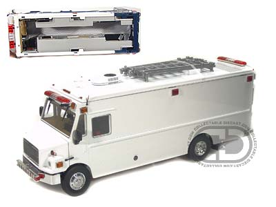 Модель 1:32 Freightliner MT-55 EMT Version Blank White