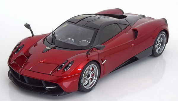 Модель 1:18 Pagani Huayra - red
